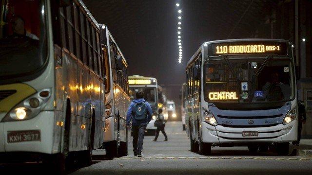Crivella diz que fim da dupla função de motorista e cobrador nos ônibus  deve ocorrer de forma gradual 70f32e188caa6