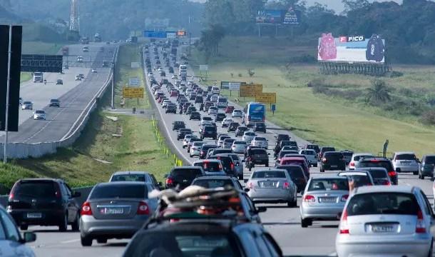 Dois milhões de veículos devem deixar a capital paulista durante o carnaval