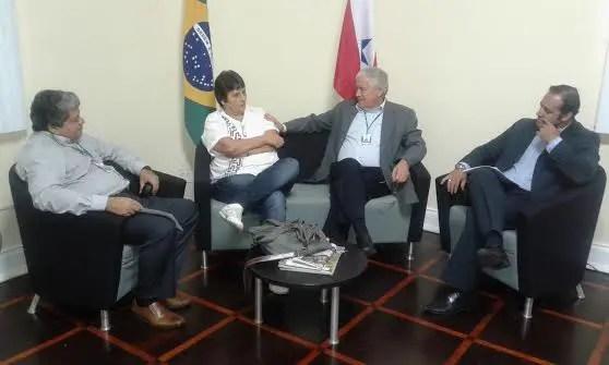 Tânia Martins (diretora presidente do Instituto Paulo Martins), Adenauer Góes (secretário estadual de Turismo do Pará) junto a assessores (Foto: Israel Pegado)
