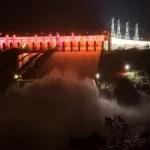 Espetáculo: Itaipu está escoando duas Cataratas do Iguaçu por segundo!