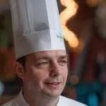 Jérôme Dardillac, chefe da rede Bourbon, participa de almoço preparado por alunos do Jovem Aprendiz