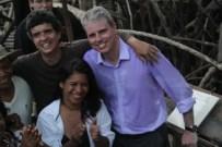 Os diretores Caio Cézar e Kátia Brito com o maestro Guilherme Bernstein
