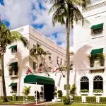 Chesterfield Palm Beach tem happy hour todos os dias