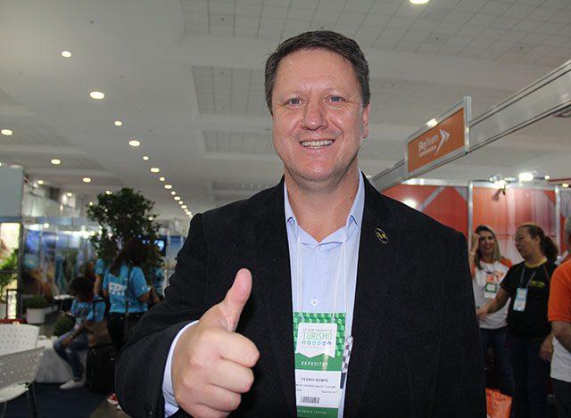 """Pedro Kempe, presidente da ABAV-PR: """"quem não está feliz deve dar espaço para quem quer trabalhar"""""""