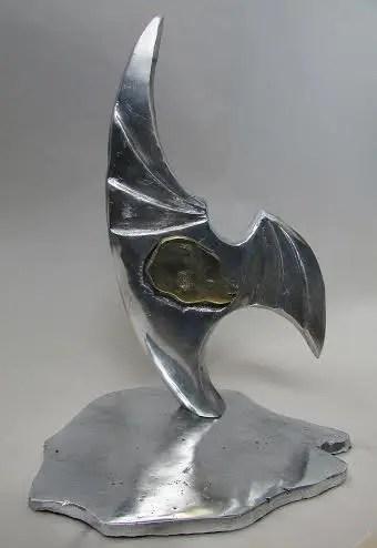 O troféu é uma obra do artista plástico Luiz Gagliastri