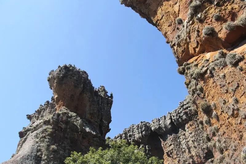 A erosão e intempéries climáticas foram as espátulas utilizadas para esculpir o conjunto rochoso de arenitos (Fotos: Paulo Atzingen)