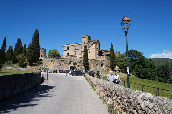 O castelo é visita obrigatória, especialmente se você for na alta temporada, durante o verão abrasador da Provence (Fotos: Adriana Reis)
