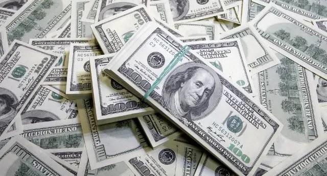 Cotação do dólar fecha acima de R$ 3,30, maior valor em quatro meses