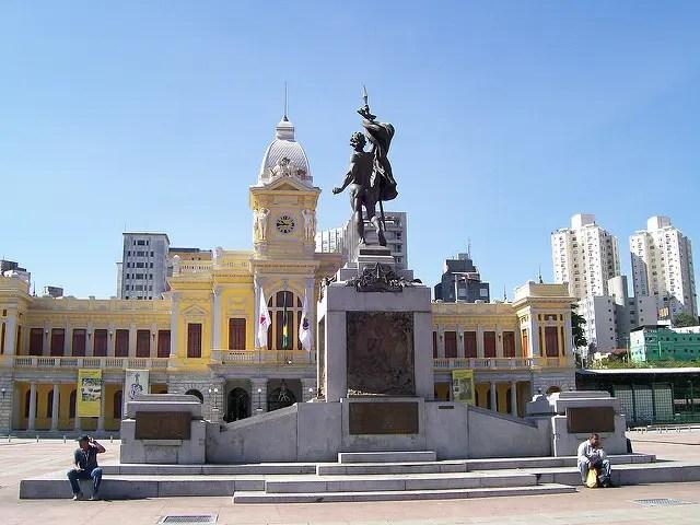 Praça da Estação, em BH, recebe festa de aniversário da cidade
