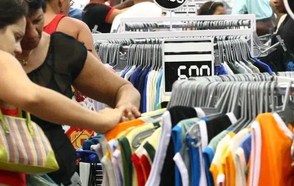 Economia brasileira cresce 0,9% no trimestre finalizado em janeiro, diz FGV