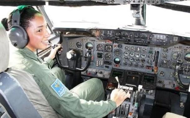 Número de licenças de mulheres na aviação cresce 106% nas categorias de piloto, diz ANAC