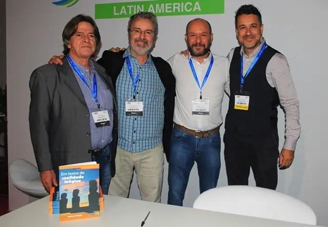 Turma executiva: Gabriel Emídio (revisor), Paulo Atzingen (autor), Wanderley Mattos (Foto da capa) e Maurício Alvarenga (editor)