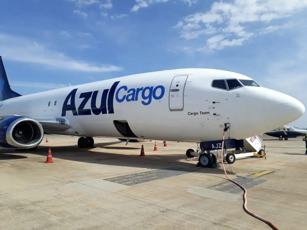 Boeing 737-400 Cargo da Azul é apresentado em Campinas