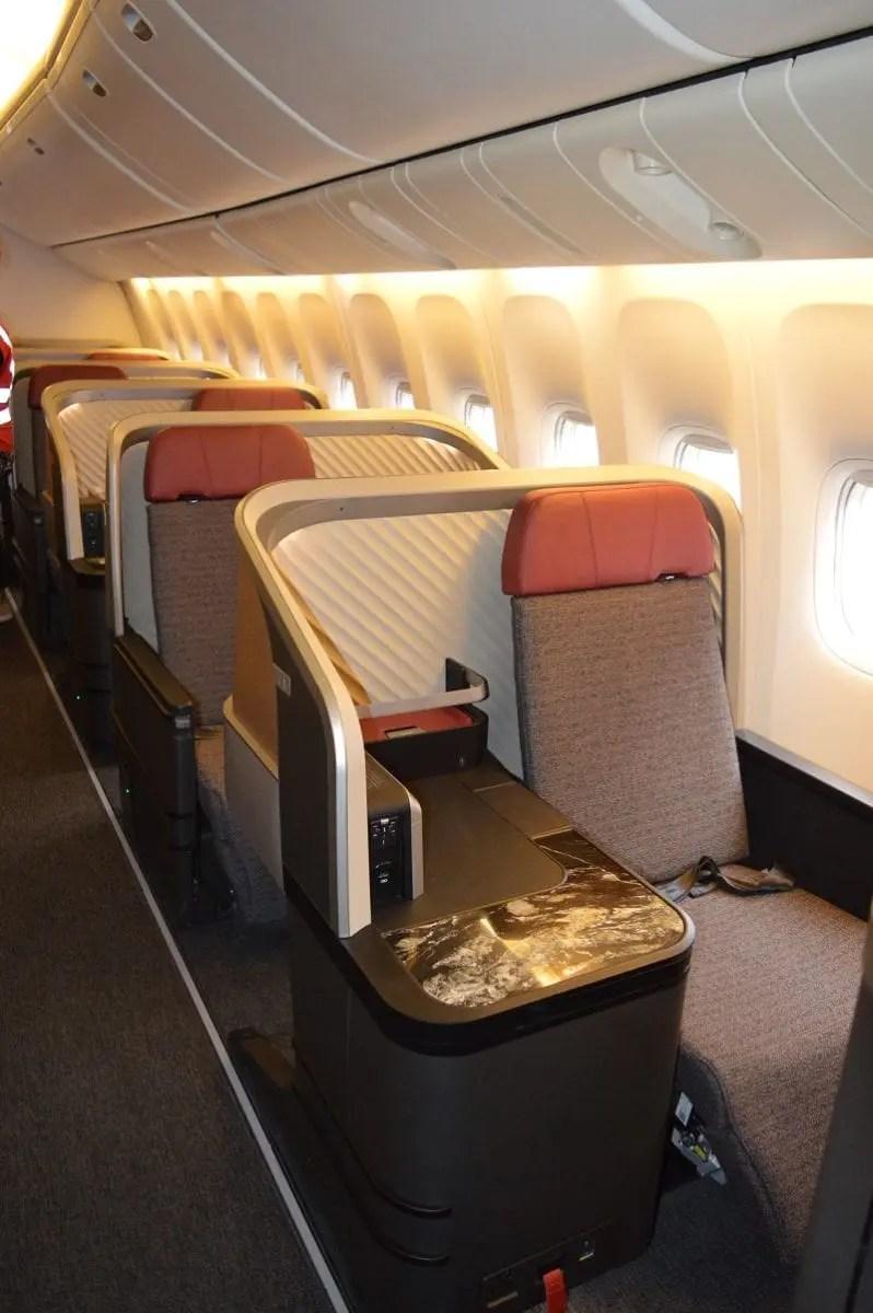Primeiro Boeing 777 da LATAM com novas cabines entra em operação