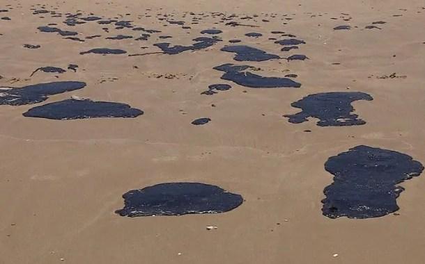 Procon diz que turista pode remarcar viagem a praias atingidas por óleo sem pagar multa