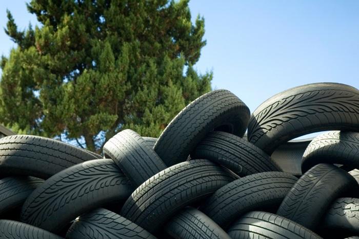 Resultado de imagem para pneu velho