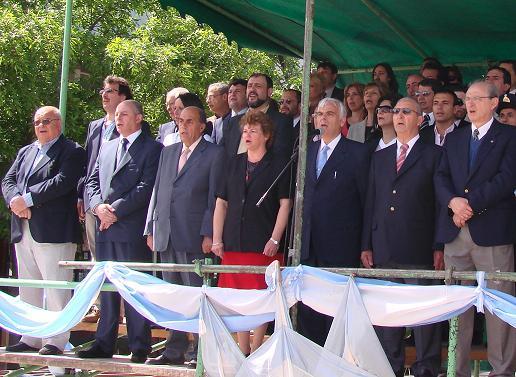 Autoridades en el palco oficial.
