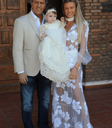 Gisela Berger y Daniel Scioli en el bautizo de su hija Francesca Scioli