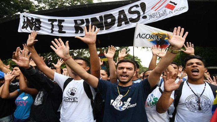 Estudiantes se movilizaron en defensa de la autonomía universitaria hoy Día de la Juventud