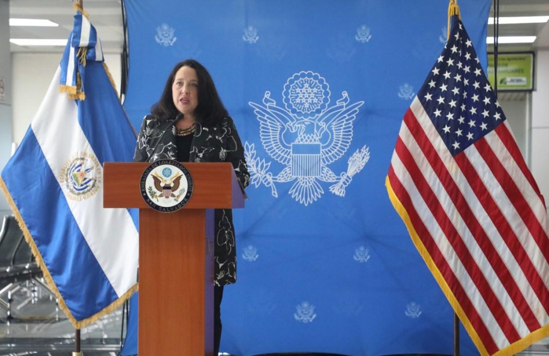 El Salvador presenta declive en su democracia, afirma Encargada de Negocios de EEUU