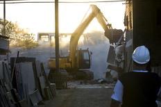 Queda de máquina fere funcionários em reintegração de posse na zona sul da Capital Mateus Bruxel/Agencia RBS
