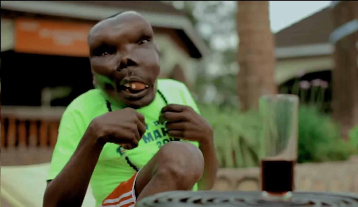 Homem conhecido como o mais feio de Uganda será pai pela oitava vez Reprodução / Youtube/