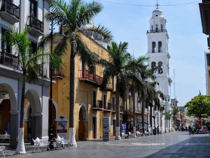 Autoridades municipales reabren calles del centro histórico de Veracruz