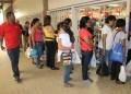 Largas colas se observaron en los supermercados de la capital mirandina