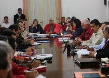 Maduro sostuvo una reunión con gobernadores y ministros
