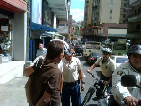 Ramón Enrique Bohórquez Rojas, fue puesto a la orden de la Fiscalía por mostrar sus partes íntimas en una parada de transporte público