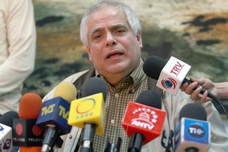 Enrique Mendoza salió al paso ante acusaciones hechas por Pedro Carreño