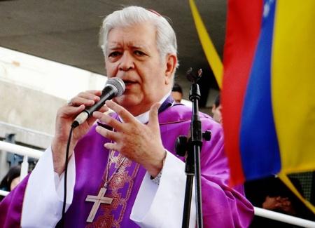 """Cardenal venezolano hace llamado """"urgente"""" a militares a no reprimir protesta"""