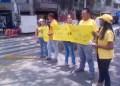 """Justicieros tomaron la avenida Bermúdez frente al C. C. Hito, para denunciar que los Bs. 37 diarios correspondientes al aumento del salario """"no sirven"""