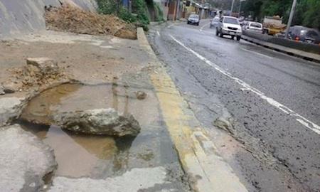 Vecinos se han visto en la obligación de restringir el servicio de agua potable para evitar su despilfarro