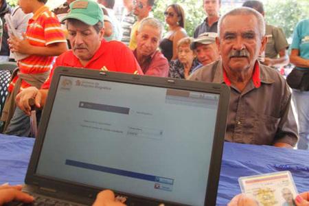 Con toda normalidad, se viene cumpliendo este registro en cada una de las Plazas Bolívar de los 29 municipios del Táchira, a donde han acudido una gran cantidad de ciudadanos Colombianos para registrarse y suministrar sus datos de identidad
