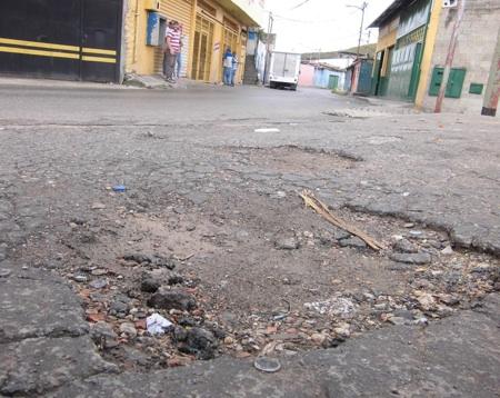 La vía necesita asfaltado urgentemente, de lo contrario, los transportistas de la ruta van a parar el servicio