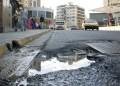 Labores de rompimiento en la calle derivaron en el mega hueco que retrasa el flujo vehicular en la avenida
