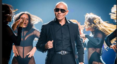 El popular artista de origen cubano Pitbull desvelará el próximo 15 de julio la estrella con su nombre en el célebre Paseo de la Fama de Hollywood de Los Ángeles.ARCHIVO