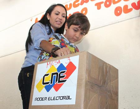 Delsa Solórzano se impuso en las elecciones parlamentarias de este domingo 6 de diciembre con una diferencia de 15 puntos con respecto a su contrincante Érika Ortega Sanoja