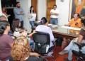 Alcalde recibió a los docentes y representantes en su despacho.