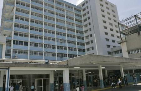 la adolescente arrollada por uno de sus transportistas y que se encuentra recluida hace una semana en el Hospital Pérez Carreño.