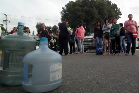 Manifestantes se apostaron en la redoma Bicentenario para obstruir el paso de vehículos