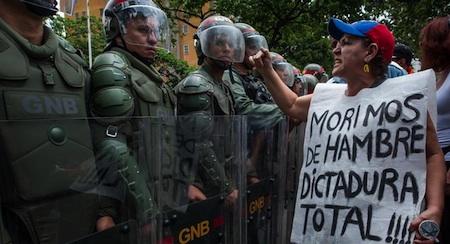El Gobierno sostiene que los opositores intentan con estas marchas promover la violencia en el país y general un clima de caos.