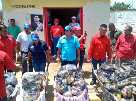 196 toneladas de rubros perteneciente a las cesta básica son colocados a la disposición de las familias sin colas y sin sobreprecios.
