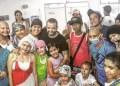 """El cantautor venezolano Miguel Ignacio Mendoza, mejor conocido como """"Nacho"""" se acercó al Hospital Central de Valencia, para compartir con los niños de este centro hospitalario"""