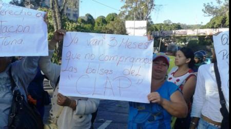 Vecinos del sector Las Barracas optaron por obstaculizar el paso vehicular en la Panamericana para denunciar que los tienen marginados de los operativos