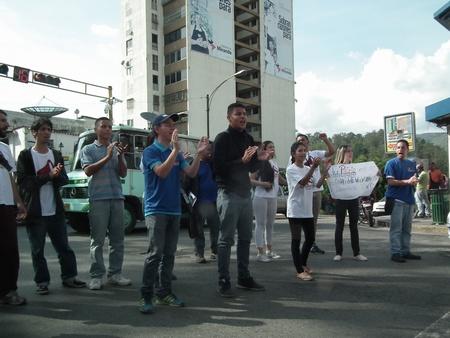 """Según miembros juveniles de la MUD, es necesario seguir haciendo presión para """"recuperar la democracia del país"""""""