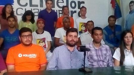 Jesús González acompañado de la dirigencia de VP en Guaicaipuro