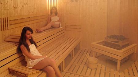 La sauna ayuda a liberar estrés. Este efecto también puede ayudar a reducir los eventos cardiovasculares.