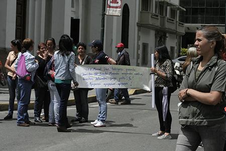 Maestros seguirán protestando por sus pagos. Foto: Deysi Peña